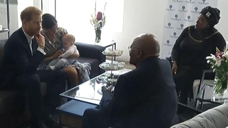 Les royaux rencontrent l'archevêque Tutu