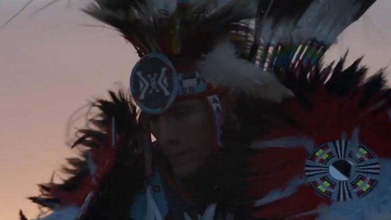 La danseuse est membre de la tribu Rosebud Sioux du Dakota du Sud. Pic: Dior