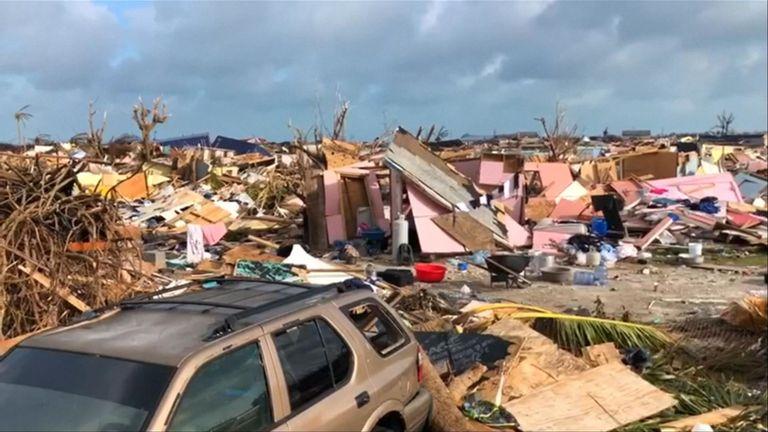 Des maisons détruites, des arbres tombés et des piles de contreplaqué sont tout ce qui reste d'un bidonville des Bahamas décimé par l'ouragan Dorian.