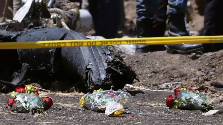 Fleurs sur les lieux du crash de l'avion Ethiopian Airlines Flight ET 302, près de la ville de Bishoftu, Ethiopie