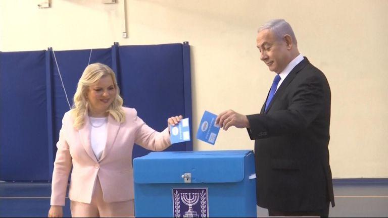 Le Premier ministre israélien Benjamin Netanyahu et son épouse Sara ont voté aux élections législatives à Jérusalem