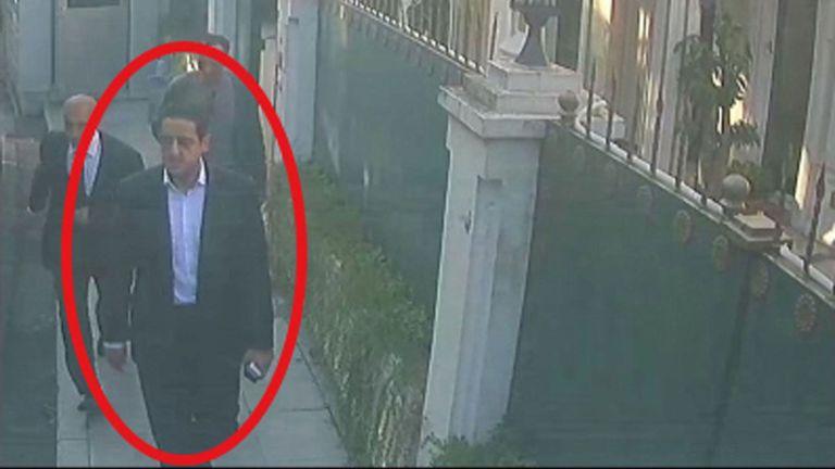 Images d'une caméra de surveillance montrant un homme, précédemment vu avec l'entourage du prince héritier saoudien Mohammed bin Salman, devant la résidence du consul général d'Arabie saoudite à Istanbul