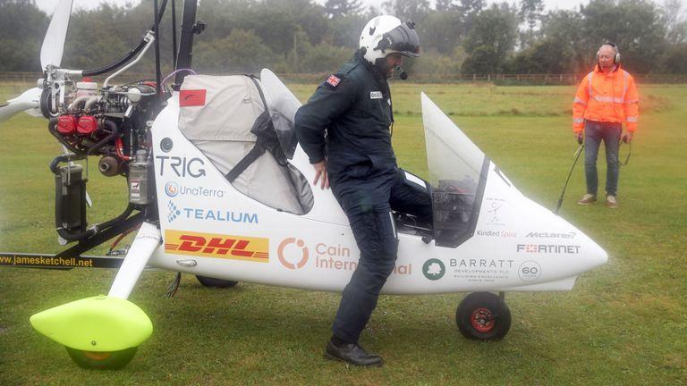 M. Ketchell quitte son gyrocoptère dans le Hampshire