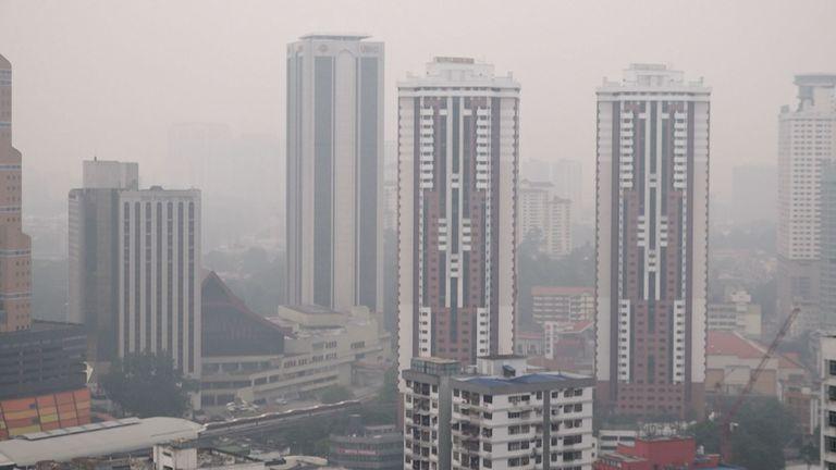 Images des toits de la ville de Kuala Lumpur. la pollution