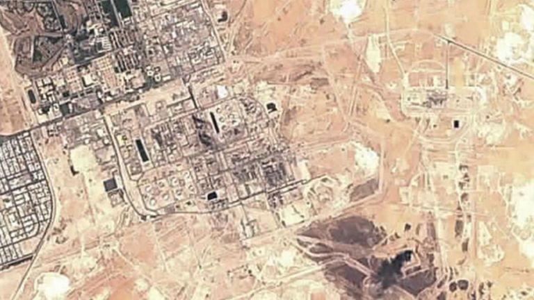 L'image satellite montre les dommages à la raffinerie de pétrole. Pic: Commission européenne