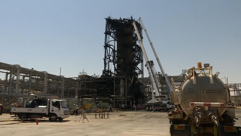 Visiter l'usine pétrolière saoudienne bombardée