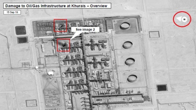 Une image satellite montrant l'usine de Khurais et la zone de dégâts dans le carré rouge en haut