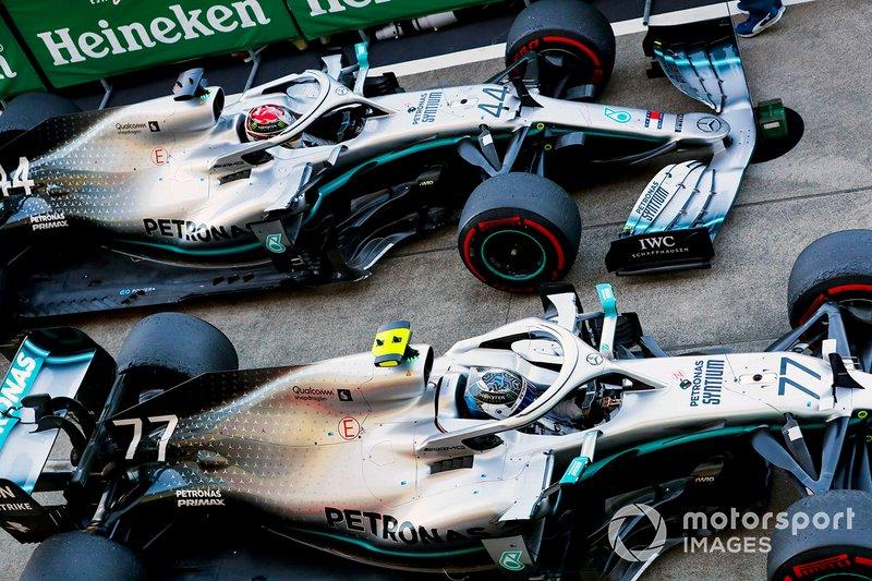 Le vainqueur de la course, Valtteri Bottas, Mercedes AMG W10 et Lewis Hamilton, Mercedes AMG F1 W10 au Parc Fermé