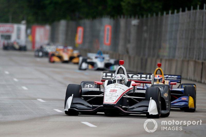 Newgarden mène Rossi dans la première course de Detroit.