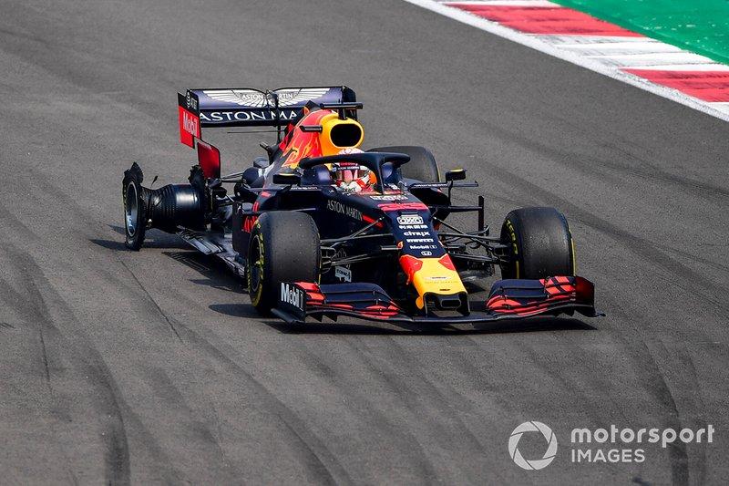 Max Verstappen, Red Bull Racing RB15 avec une crevaison