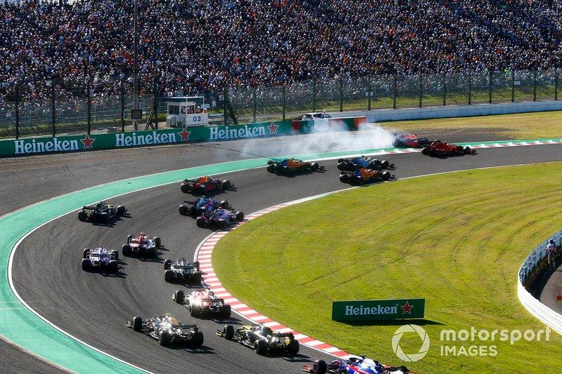 Max Verstappen et le Red Bull Racing RB15 ont pris contact avec Charles Leclerc et la Ferrari SF90