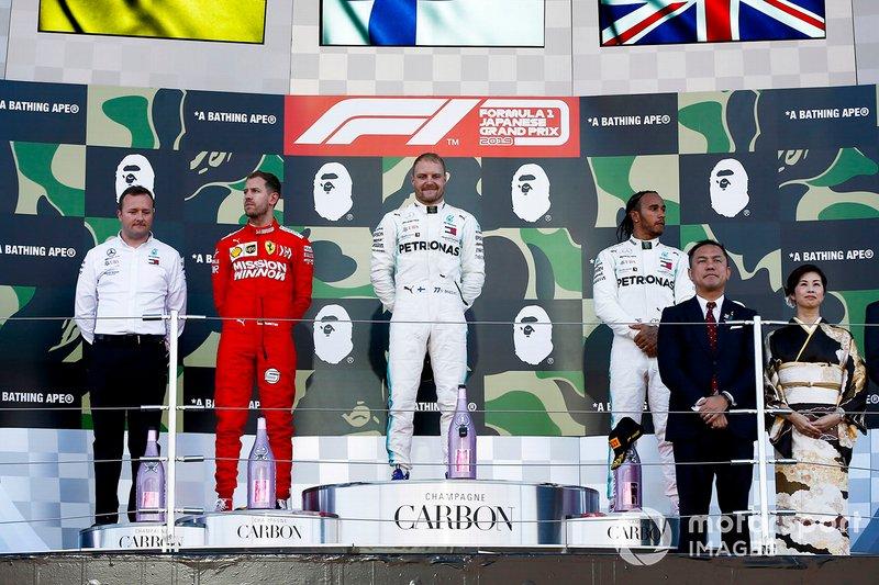 Podium: le vainqueur de la course Valtteri Bottas, Mercedes AMG F1, la deuxième place Sebastian Vettel, Ferrari, la troisième place Lewis Hamilton, Mercedes AMG F1