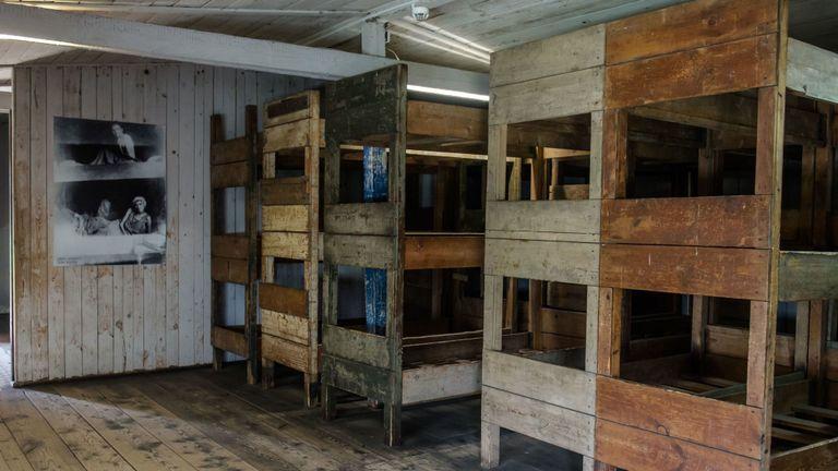 Des dizaines de milliers de personnes, principalement des Juifs, sont mortes au camp au cours de ses six années d'existence.