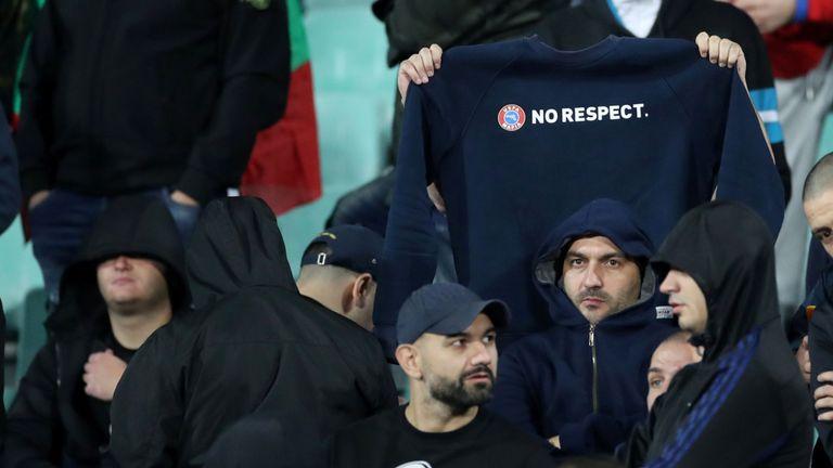 Les supporters bulgares manifestent leur dédain pour la campagne antiraciste de l'UEFA