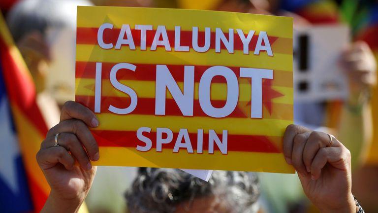 En juillet, des manifestants indépendantistes ont appelé le Parlement européen à inclure trois eurodéputés élus catalans, dont Carles Puigdemont et Oriol Junqueras.