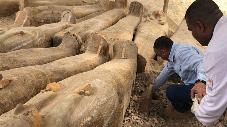 La découverte comprend, y compris des tombeaux datant du Moyen-Age, du Nouvel Empire et des dernières Périodes