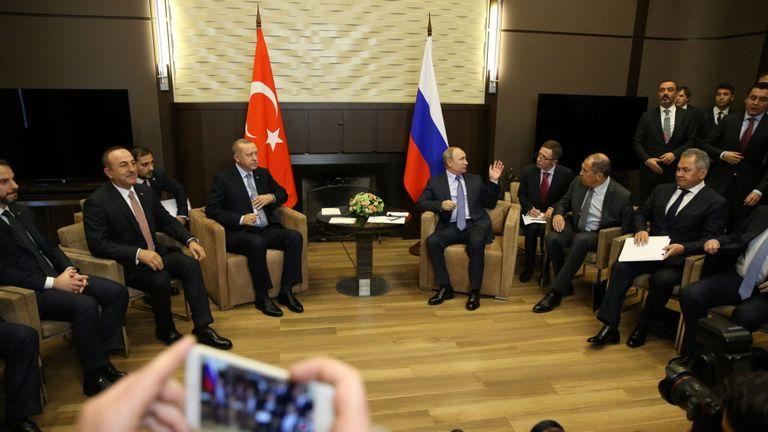 """Les deux dirigeants ont convenu d'une """"zone de sécurité"""". dans le nord de la Syrie"""