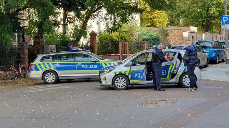 La police sécurise la zone après une fusillade à Halle, dans l'est de l'Allemagne