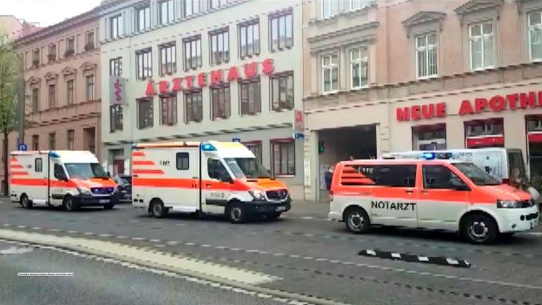 Les premiers intervenants se rendent sur les lieux après une fusillade fatale à Halle
