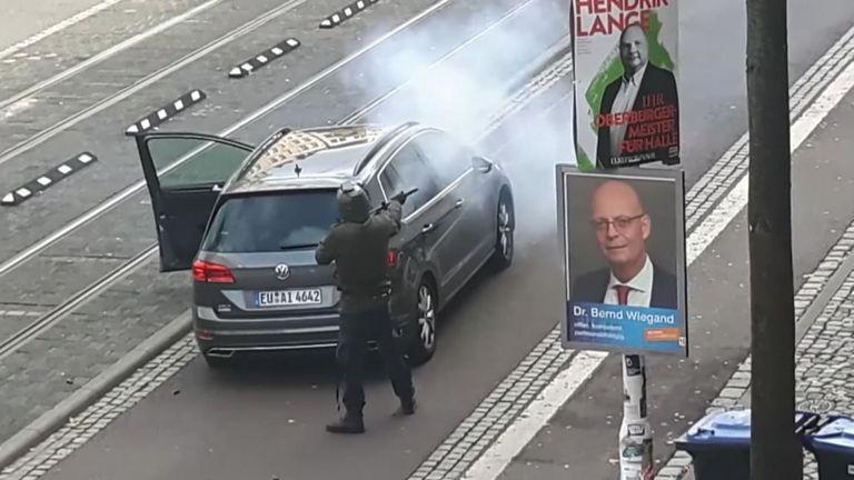 Deux personnes ont été tuées dans une fusillade à Halle, dans l'est de l'Allemagne, et un suspect a été arrêté, a déclaré la police