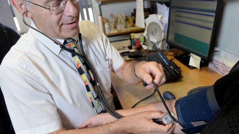 Au Royaume-Uni, quatre millions de personnes en âge de travailler souffrent d'hypertension non traitée