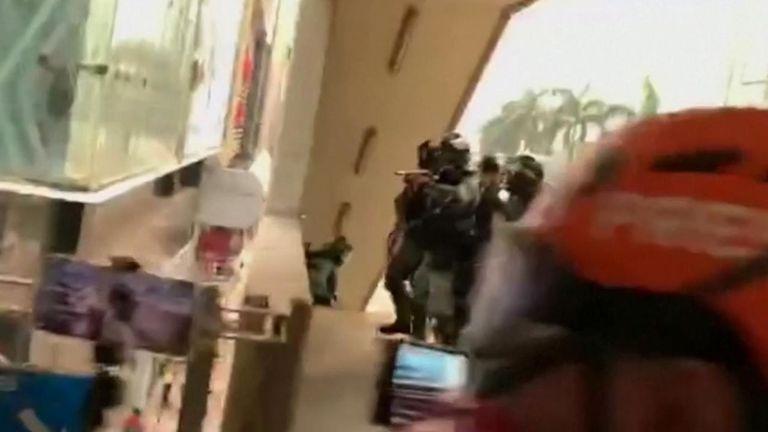 La journaliste indonésienne a été touchée à l'oeil droit par un coup non mortel mais n'a pas été sérieusement blessée