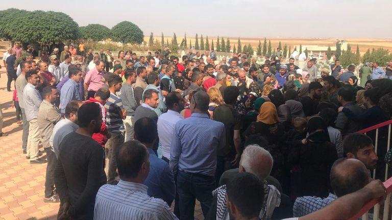 Un enterrement a lieu pour deux combattants kurdes