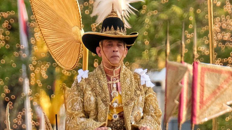 Le roi Maha Vajiralongkorn a été couronné en mai