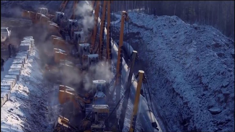 Diggers travaillant sur l'un des gazoducs internationaux de Russie