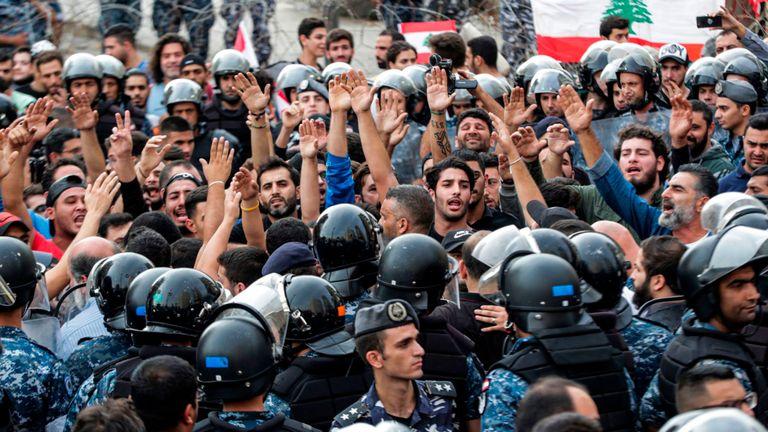 Les partisans du mouvement Hezbollah chiite au Liban manifestent à Beyrouth