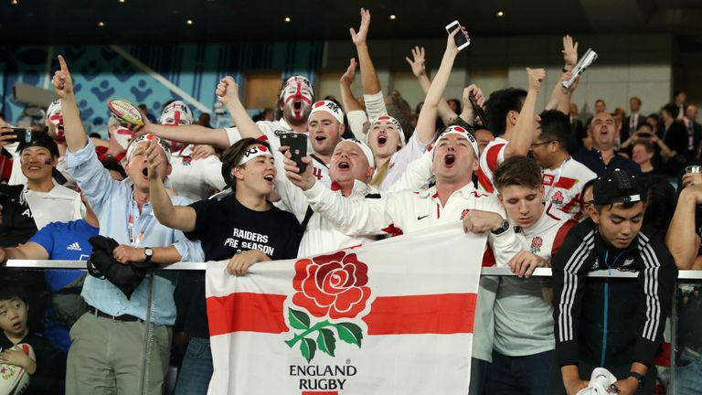 Les supporters anglais célèbrent leur équipe en atteignant la finale de la Coupe du monde de rugby