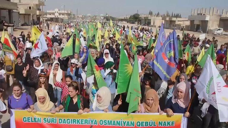 Des civils syriens-kurdes étaient dans les rues en train de manifester avant les grèves