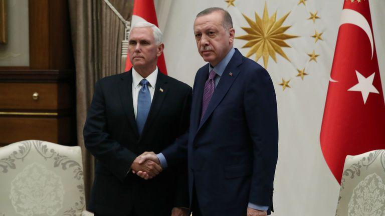 Le président turc Tayyip Erdogan rencontre le vice-président américain Mike Pence au palais présidentiel à Ankara, en Turquie