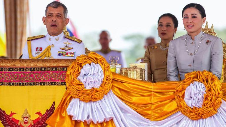 Le roi Rama X a épousé la reine Suthida (d) en mai 2019