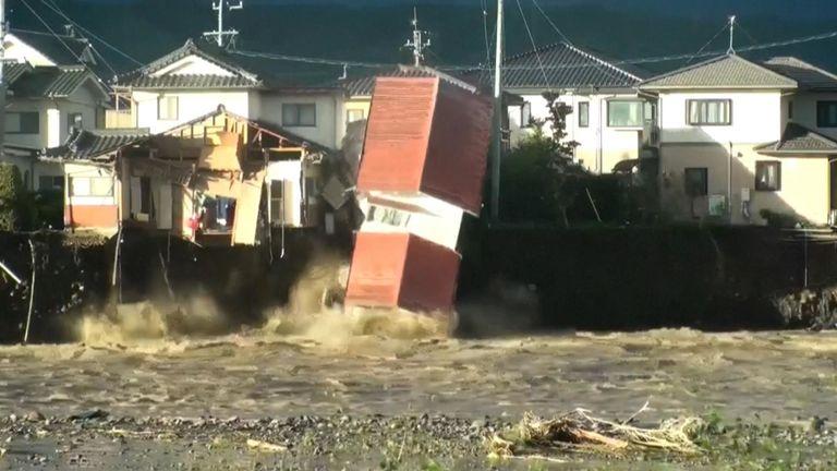 Les efforts de secours pour les personnes bloquées dans les zones inondées étaient au rendez-vous après le passage du typhon Hagibis qui a détruit de vastes étendues du Japon
