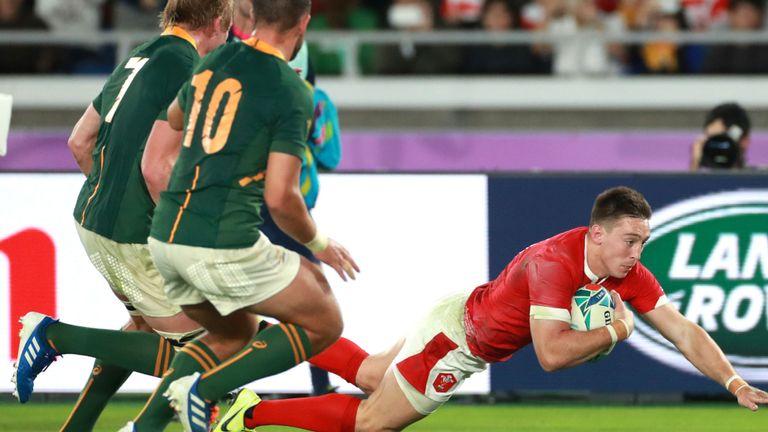 Josh Adams a marqué le premier essai du Pays de Galles en seconde période
