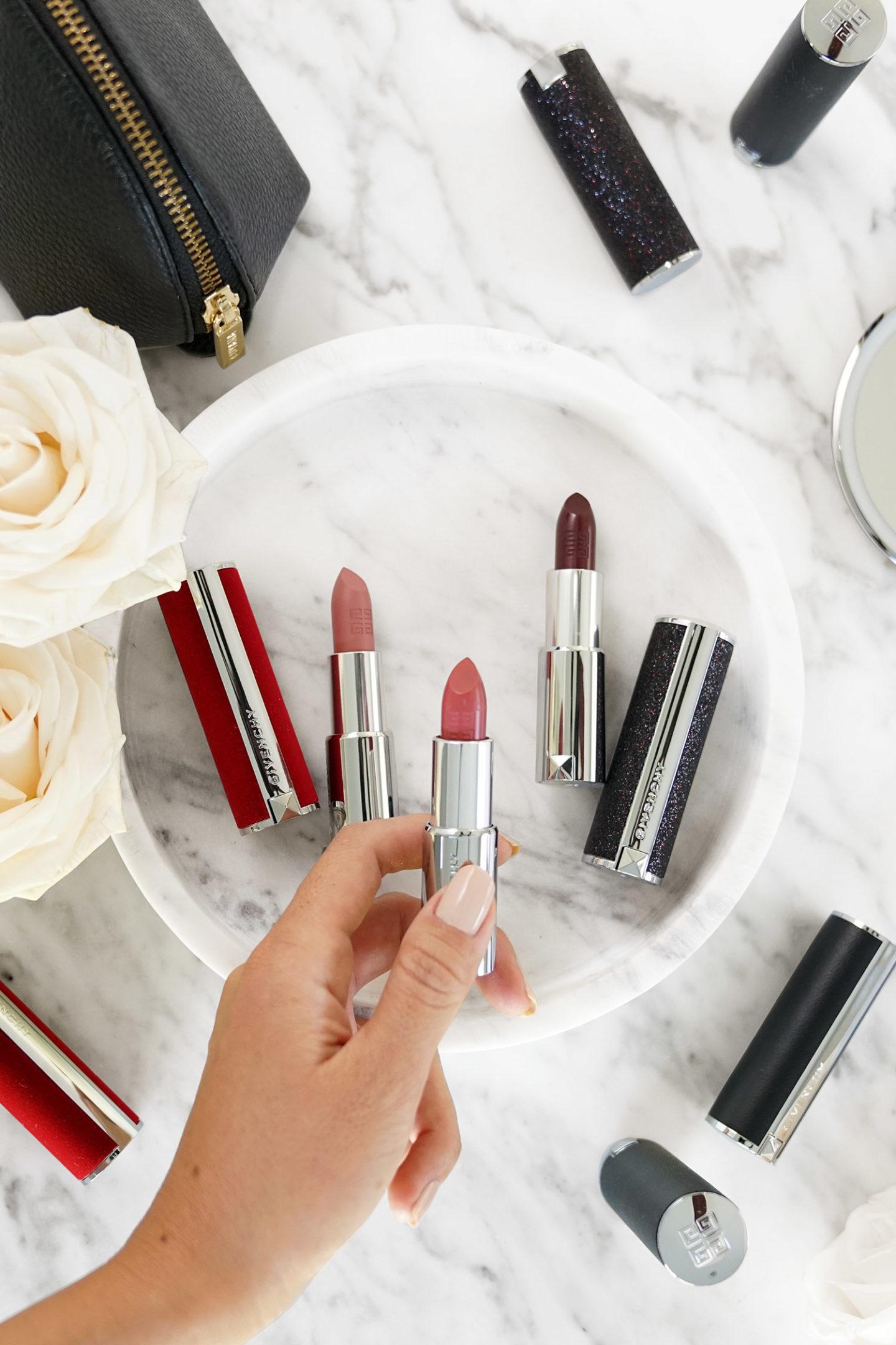 """Givenchy Le Rouge """"width ="""" 1080 """"height ="""" 1620 """"srcset ="""" https://camaraderielimited.fr/wp-content/uploads/2019/11/3-Givenchy-LeRouge-Lipstick-1440x2160.jpg 1440w, http: //thebeautylookbook.com/wp-content/uploads/2019/11/3-Givenchy-LeRouge-Lipstick-800x1200.jpg 800w, http://thebeautylookbook.com/wp-content/uploads/2019/11/3-Givenchy -LeRouge-Lipstick-67x100.jpg 67w, http://thebeautylookbook.com/wp-content/uploads/2019/11/3-Givenchy-LeRouge-Lipstick-1080x1620.jpg 1080w, http://thebeautylookbook.com/wp -content / uploads / 2019/11/3-Givenchy-LeRouge-Lipstick.jpg 1500w """"tailles ="""" (largeur maximale: 1080px) 100vw, 1080px """"données-jpibfi-post-excerpt ="""" Rouge à lèvres avec le nouveau Givenchy revisité Le Rouge. Trois formules sont proposées: Classic, Deep Velvet et Night Noir avec des nuances. """"Data-jpibfi-post-url ="""" http://thebeautylookbook.com/2019/11/luxury-lips-with-givenchy-le-rouge. html """"data-jpibfi-post-title ="""" Lèvres de luxe avec Givenchy Le Rouge """"data-jpibfi-src ="""" http://thebeautylookbook.com/wp-content/uploads/2019/11/3-Givenchy-LeRouge-Lipstick -1440x2160.jpg """"/></p> <p><img class="""