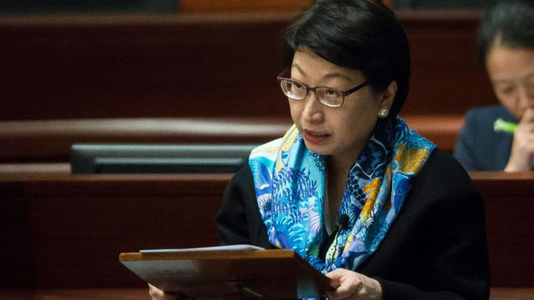 """Les gouvernements chinois et de Hong Kong ont condamné une """"attaque"""" contre un responsable du gouvernement de Hong Kong à Londres"""