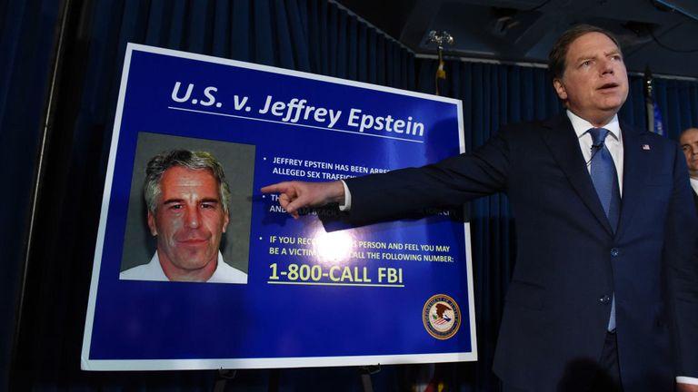 Un avocat du district sud de l'État de New York aux États-Unis porte plainte contre Jeffery Epstein en juillet