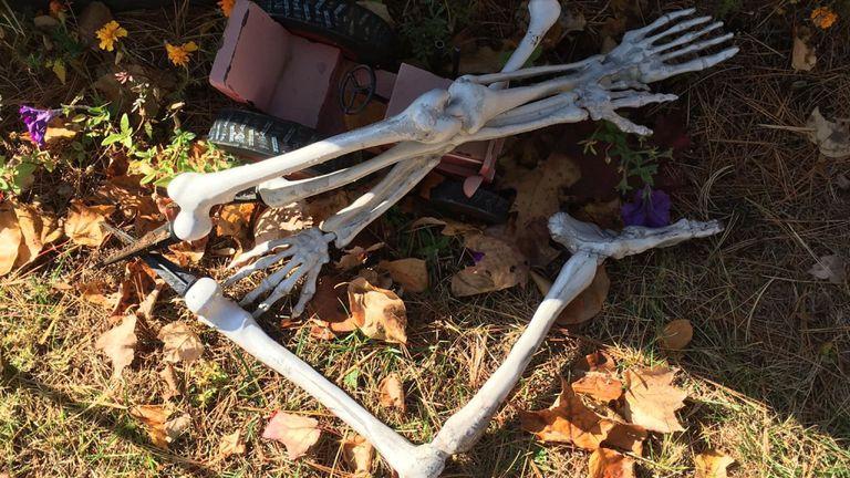 Les parents de William Wohle ont déclaré qu'ils devaient installer le squelette deux fois en trois jours. Pic Christina Wohle / Facebook