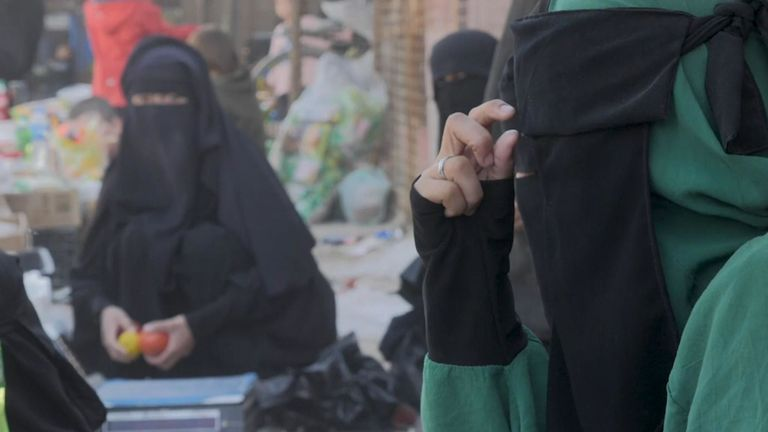 Une partie du camp était destinée aux personnes qui fuyaient l'EI - maintenant, elles partagent le camp avec des femmes de l'EI.