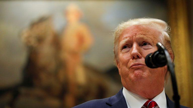 """Le président des États-Unis, Donald Trump, s'est plaint de la procédure de mise en accusation, la qualifiant de """"honteuse""""."""