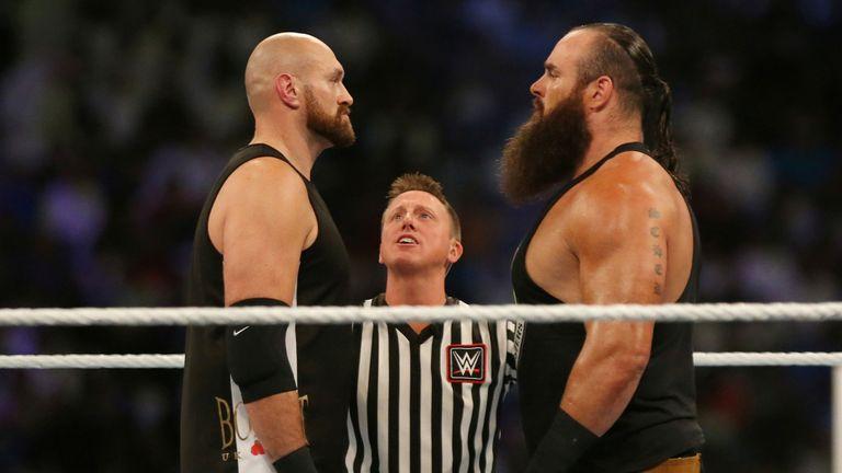 Fury égalait son adversaire pour la hauteur mais était beaucoup plus léger que Strowman