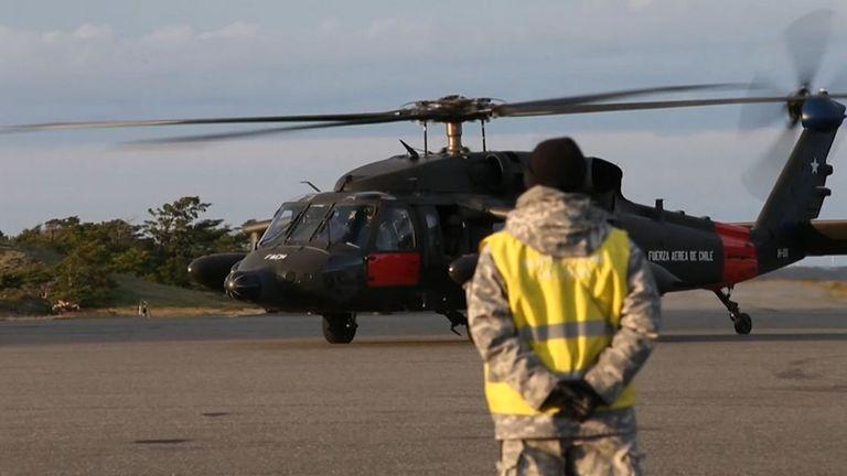 Des hélicoptères et des avions sont utilisés dans la recherche