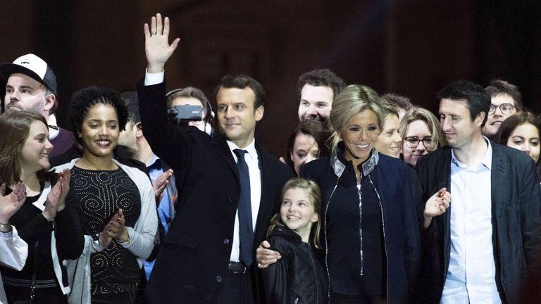 Emmanuel Macron fête sa victoire avec sa femme et sa famille