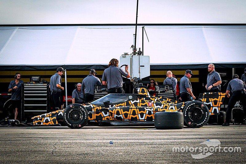 Askew n'était que le spectateur du premier test de l'Arrow McLaren SP-Chevrolet d'O'Ward, mais vous pouvez être sûr qu'il l'avait encore appris de la journée.