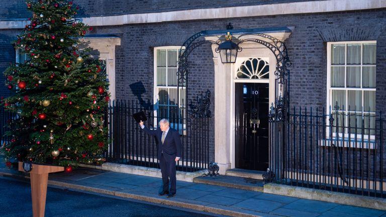 Le Premier ministre Boris Johnson après avoir fait une déclaration à Downing Street, Londres, alors que le Parti conservateur est revenu au pouvoir aux élections générales avec une majorité accrue