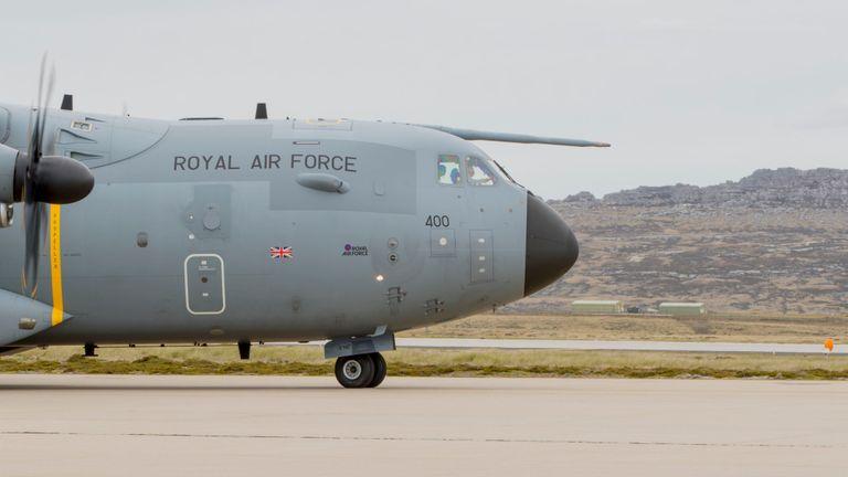 Mercredi, l'avion est arrivé au Chili pour participer aux opérations de sauvetage et de recherche.