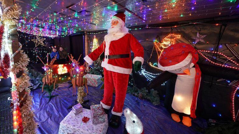 Stan Yanetta a mis trois semaines pour décorer sa maison à South Tyneside