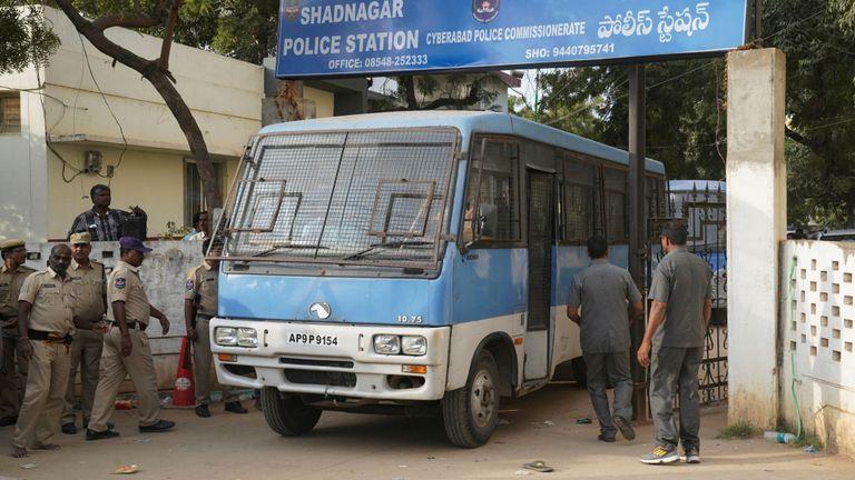 Viol et meurtre de suspects dans un fourgon de police